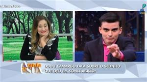 Dudu narra selinho em Sonia Abrão como se fosse Datena narrando um desastre
