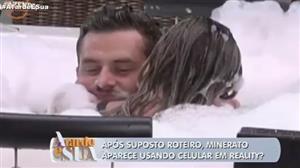 Clima esquentou: Ana Paula Minerato e Marcos trocam carícias em banheira