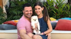 Eduardo Costa passa férias com a filha e Sonia Abrão fica surpresa