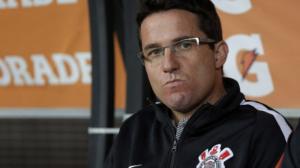 É hora do Corinthians contratar um técnico mais experiente?