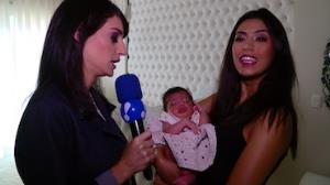 Fl�via Noronha apresenta a filha Nina