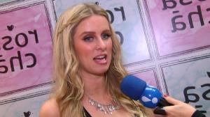 Irm� nega saber se Paris Hilton est� namorando brasileiro