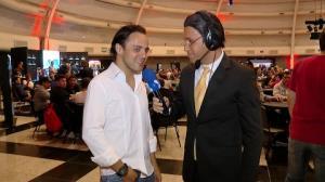 Vini Vieira invade p�quer dos famosos como Galv�o Bueno