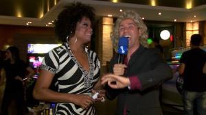 Nelson Rugas invade festa de fim de ano do TV Fama