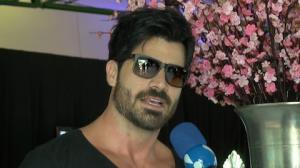 Rodrig�o ganha presentes picantes de f�s: 'Jogam tudo no palco'