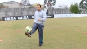 'Batendo o Peso': Marcelo do � bate bola para entrar em forma