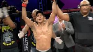 Fernando Vieira domina americano e vence luta principal