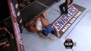 Luiz Siqueira domina Daniel Abelha e vence no primeiro round