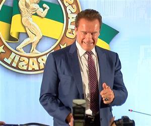 Arnold Schwarzenegger comemora sucesso do fisiculturismo no Brasil
