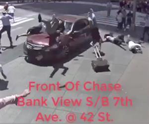 Vídeo mostra imagem impressionante de atropelamento coletivo em Nova York