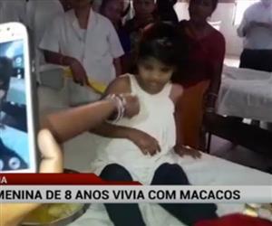 Menina de oito anos é encontrada vivendo com macacos