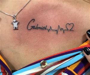 Andressa Suita tatua o nome do filho
