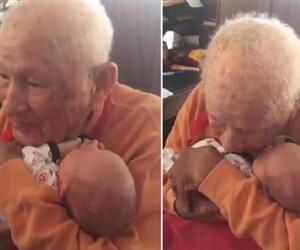 Primeiro encontro de idoso e bisneto recém-nascido emociona internautas