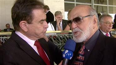 Amaury Jr entrevista Lima Duarte durante o Grande Prêmio São Paulo de Turfe