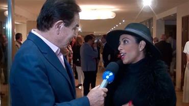Amaury Jr. conversa com Samantha Schumutz em Punta