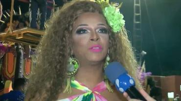 Silvetty Montilla encarna Dona Flor e ganha dois maridos em desfile