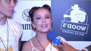 Larissa Manoela estreia na Sapucaí e confessa vontade de desfilar