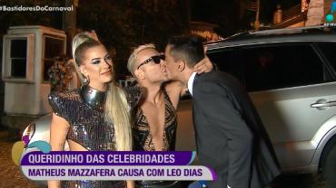 Leo Dias e Matheus Mazzafera dão selinho ao vivo nos Bastidores do Carnaval