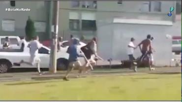 """Torcidas se enfrentam antes de chegarem ao """"Atletiba"""" que foi cancelado"""