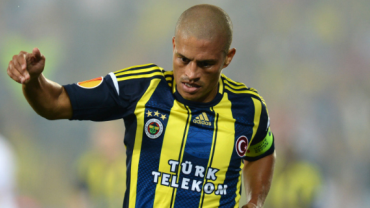 Eterno ídolo do Fenerbahçe, Alex pensa em um dia ser técnico do clube turco