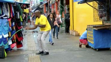 Cachorro invisível: fugindo do cachorro já rua