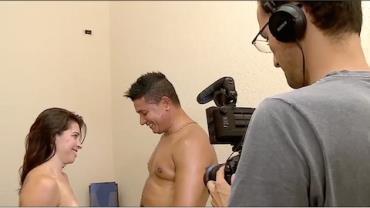 """""""Eu nunca cheguei a um orgasmo em uma cena"""", diz atriz pornô"""