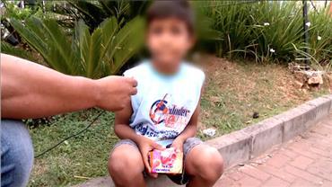 Trabalho infantil é flagrado à luz do dia em avenidas importantes de SP