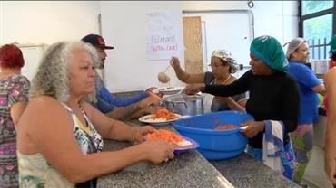 Vida em comunidade garante comida a todos os moradores de ocupação em MG