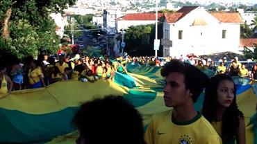 Bandeira gigante em homenagem à seleção brasileira completa 32 anos