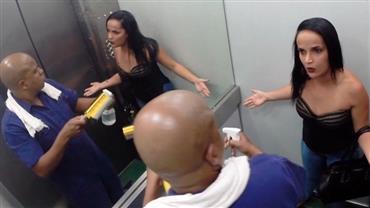 Rapaz vai fazer limpeza no elevador e acaba dando um banho na galera