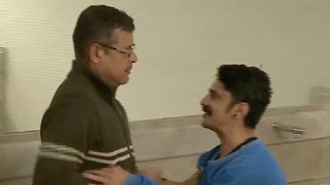 Folgado fica de graça para cima de outro homem no banheiro e quase apanha