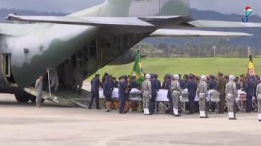 Aviões transportam as vítimas do acidente da Chapecoense para o Brasil