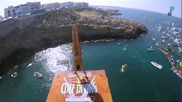 Jacqueline Valente obtém resultado inédito para o Brasil no cliff diving