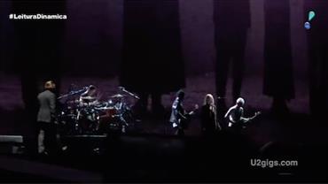 U2 surpreende fãs durante show em Paris com participação especial