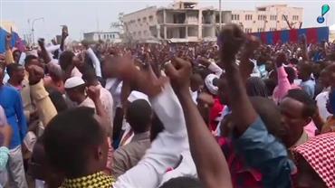 Milhares de pessoas prestam homenagens a vítimas de ataque na Somália
