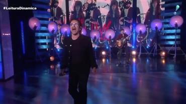 Bono Vox e The Edge fazem performance da clássica 'Vertigo'