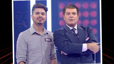 """Marcelo de Carvalho com cabelo? Apresentador ganha """"apliques"""" no Mega Senha"""