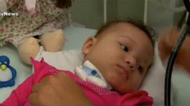 Bebê com doença grave no pulmão tem alta após vaquinha online