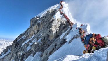 Quatro alpinistas morrem em dois dias no Monte Everest