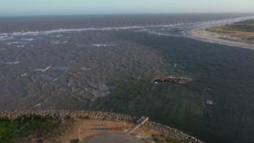 ES: Manchas de óleo foram encontradas em 5 praias