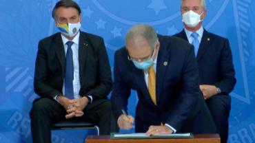 Bolsonaro participa de cerimônia para liberação de verba para Covid