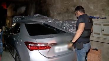Ladrão guarda carro roubado na garagem da vizinha