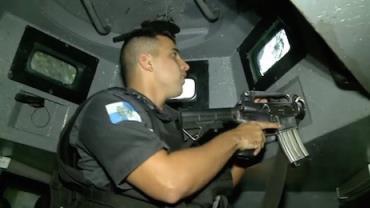 Câmeras flagram 'Caveirão' da polícia em confronto com traficantes