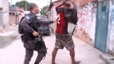 Polícia Militar é recebida a tiros em invasão da Favela do Lixo