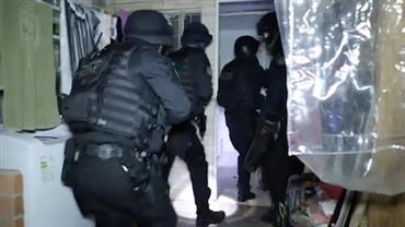 """Policiais encontram """"fortaleza"""" ao cumprir mandado de prisão"""