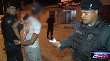Policiais flagram suspeito com cocaína em ponto de tráfico em Sergipe