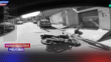 Motoqueiro faz manobras arriscadas para escapar da Polícia
