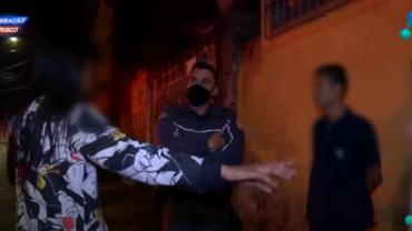 Casal briga na frente de policiais durante ocorrência