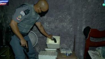 Rapaz esconde arma em caixa de isopor e acaba preso pela polícia