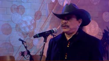 "Em novo projeto, Eduardo Araújo interpreta ""Porta do Mundo"""